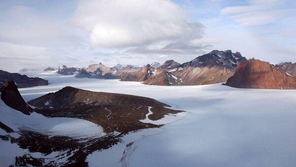 Горный массив Вольтадт в Антарктиде - Sputnik Italia