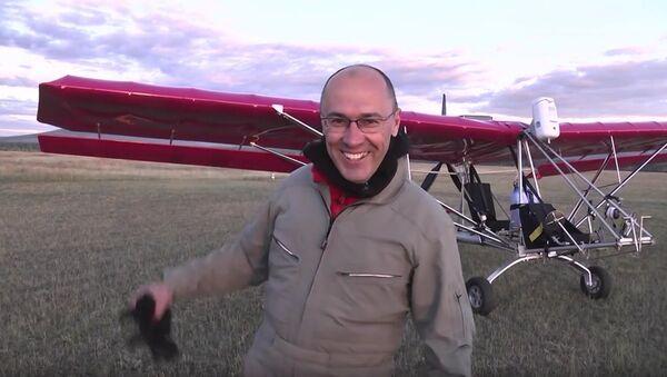 Российский пилот Леонид Кулеш, совершивший на сверхлегком самолете Dragonfly 100 витков в плоском штопоре и попавший в Книгу рекордов Гиннесса - Sputnik Italia