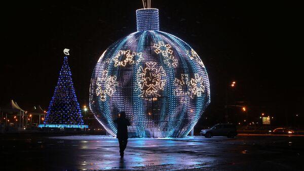 La palla di Natale più grande del mondo - Sputnik Italia