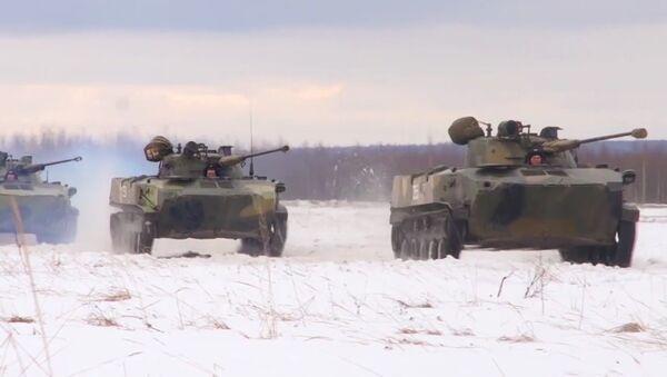 Le esercitazioni delle Forze armate russe che non temono la neve e il freddo - Sputnik Italia