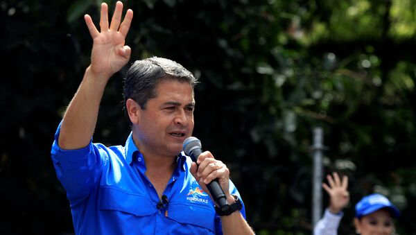 Honduras President and National Party candidate Juan Orlando Hernandez addresses the audience during his closing campaign rally ahead of the upcoming presidential election, in Tegucigalpa, Honduras November 19, 2017 - Sputnik Italia