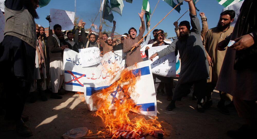 Manifestazione antiamericana in Pakistan dopo decisione di Trump su Gerusalemme