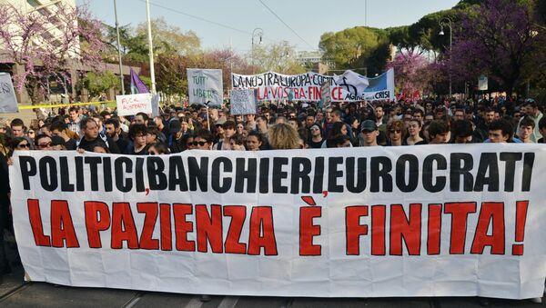 Una manifestazione di protesta contro la UE a Roma - Sputnik Italia