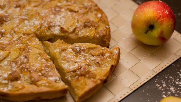 Домашний яблочный пирог - Sputnik Italia