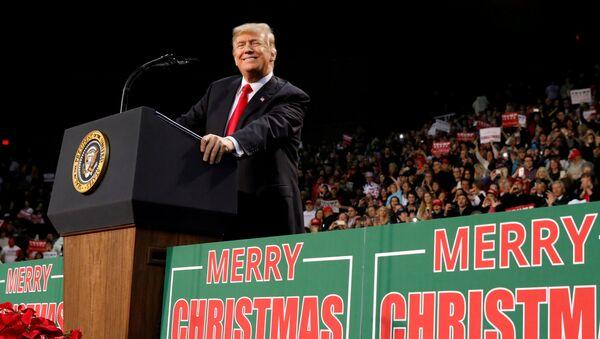 U.S. President Donald Trump holds a rally in Pensacola, Florida, U.S. December 8, 2017 - Sputnik Italia