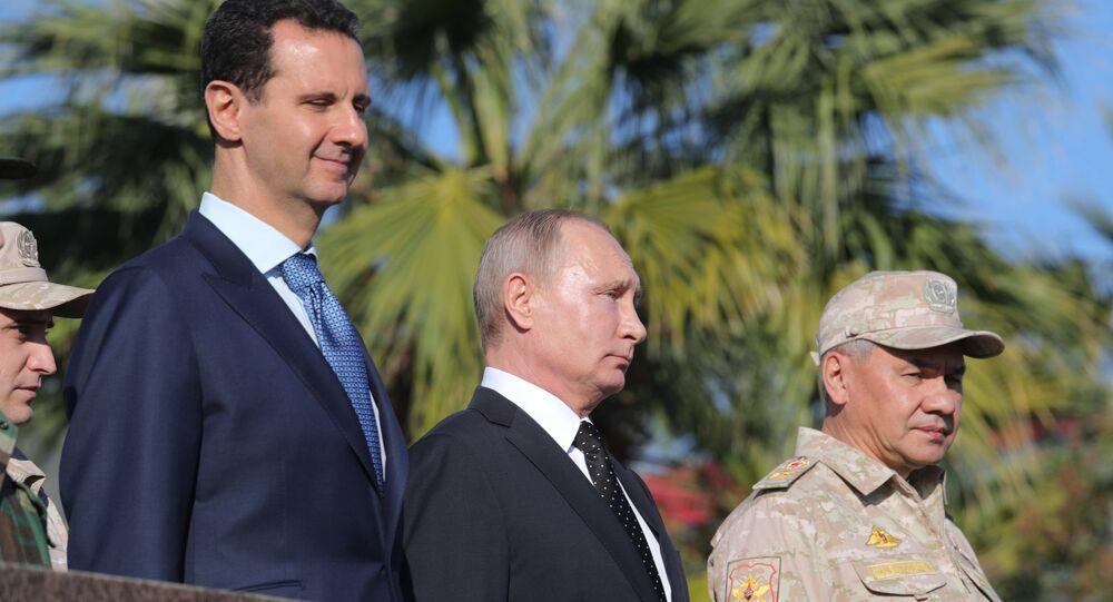 Vladimir Putin tra Bashar Assad e il ministro della Difesa russo Sergey Shoigu in Siria