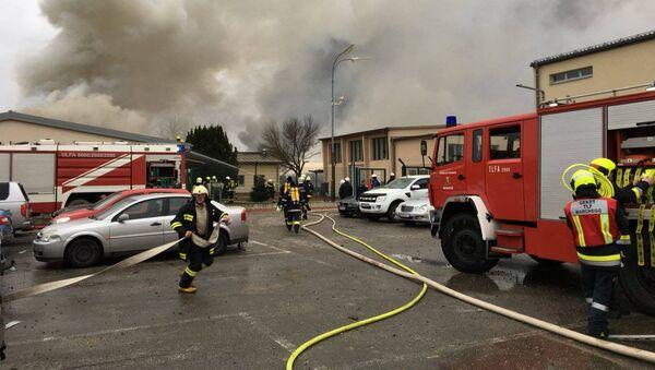 Пожарные на месте взрыва газопровода близ коммуны Баумгартен в Австрии - Sputnik Italia