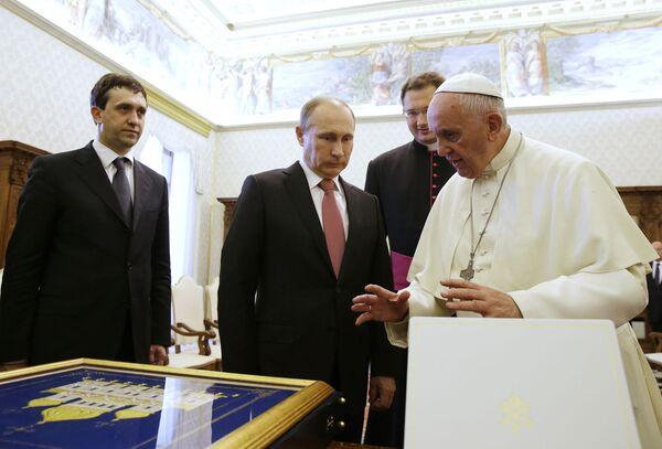 Putin e Papa Francesco - Sputnik Italia