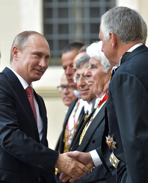 Saluti ufficiali al Vaticano. - Sputnik Italia