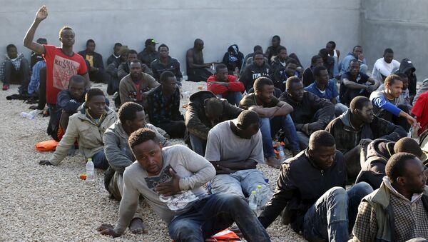 Migranti in un campo profughi - Sputnik Italia