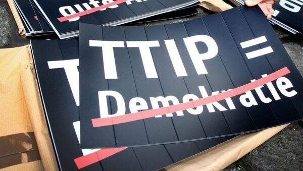 Cartello anti-TTIP - Sputnik Italia