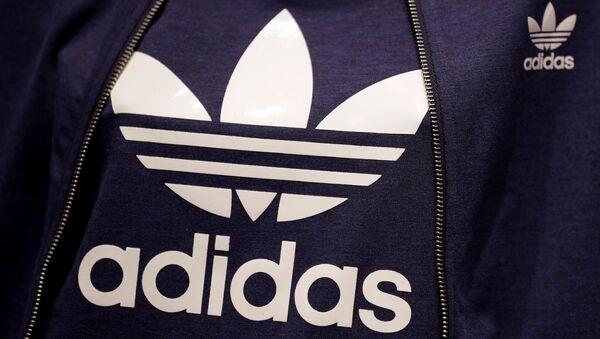 El logo de la marca Adidas - Sputnik Italia