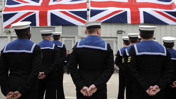 Submariners stand to attention during a ceremony to officially make 'Artful' a commissioned warship of the Royal Navy at Faslane Naval Base, Rhu, Scotland on March 18, 2016. - Sputnik Italia