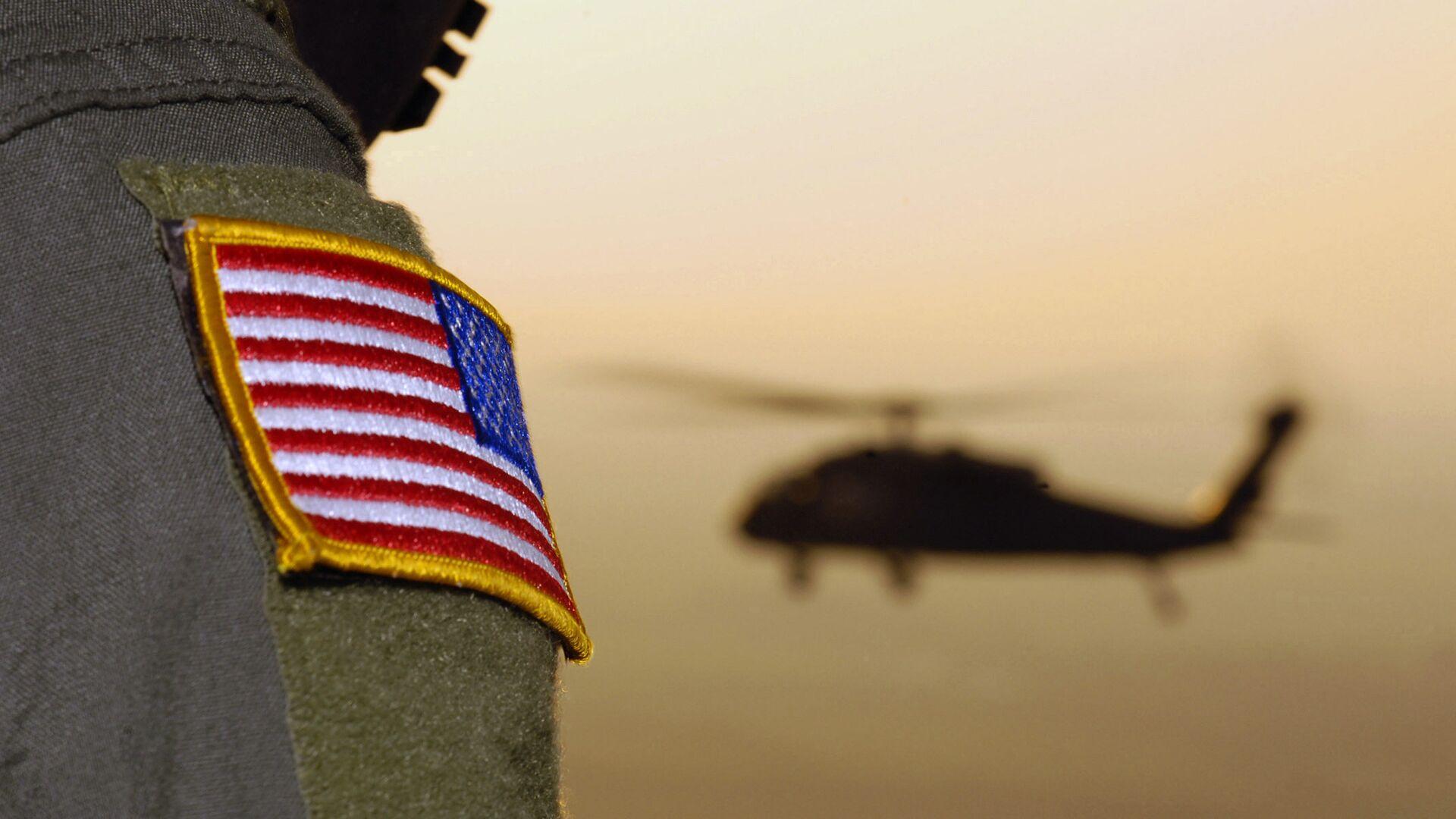 Close-up of a US Flag patch as a US Army (USA) UH-60A Black Hawk (Blackhawk) helicopter  - Sputnik Italia, 1920, 29.06.2021