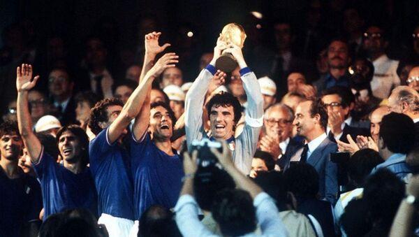 La nazionale italiana festeggia il Mondiale vinto nel 1982 - Sputnik Italia