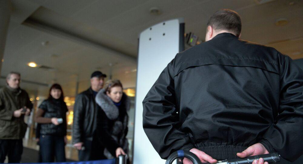 Controlli di sicurezza all'aeroporto Sheremetyevo di Mosca