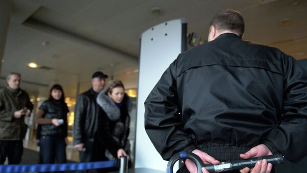 Controlli di sicurezza all'aeroporto Sheremetyevo di Mosca - Sputnik Italia