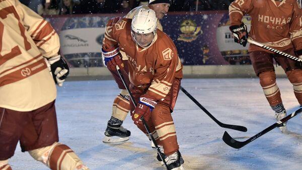 Putin gioca a hockey - Sputnik Italia