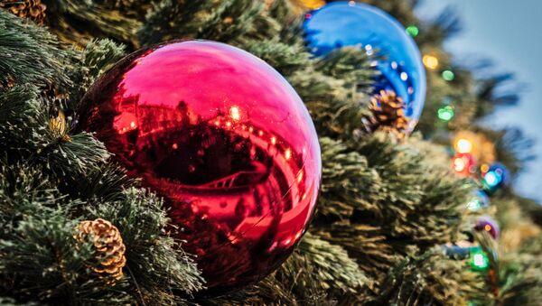 Новогоднее украшение на улице Москвы - Sputnik Italia