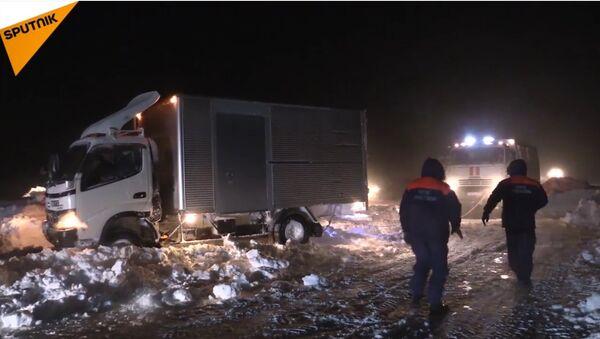 Russia: nell'isola di Sakhalin stato d'emergenza per tanta neve - Sputnik Italia