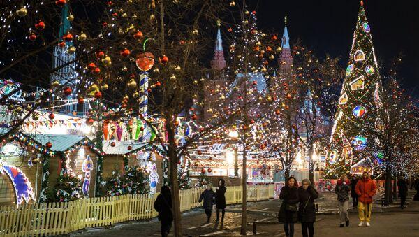 La Piazza Rossa di Mosca decorata a festa per il Capodanno - Sputnik Italia