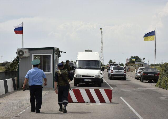 Confine tra Russia e Ucraina in Crimea (foto d'archivio)