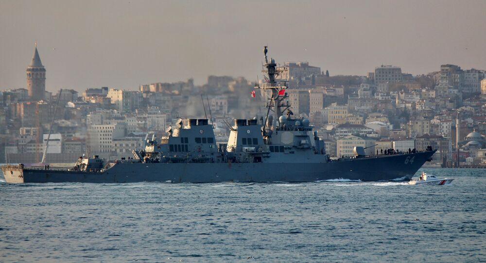 USS Carney nel Bosforo (foto d'archivio)