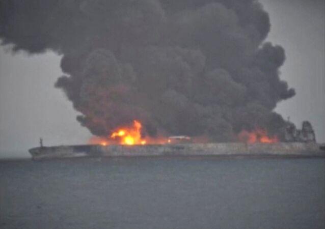 Petroliera iraniana Sanchi in fiamme presso coste cinesi