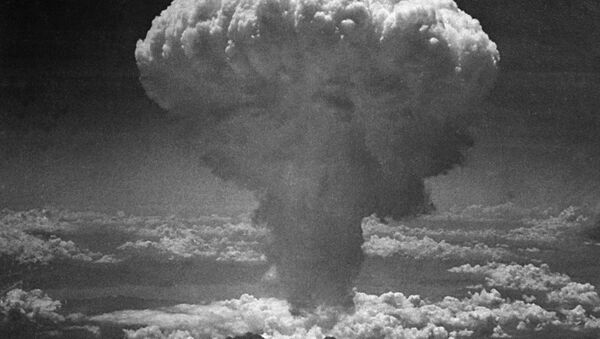 In this photo provided by the U.S. Air Force, a giant column of dark smoke rises more than 20,000 feet into the air, after the second atomic bomb ever used in warfare explodes over the Japanese port and town of Nagasaki, on August 9, 1945. - Sputnik Italia