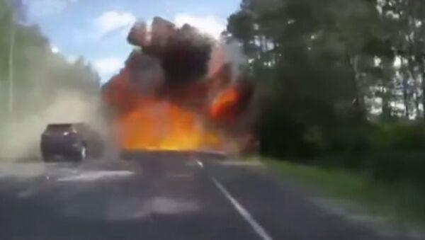 Esplosione su un autostrada in Russia - Sputnik Italia