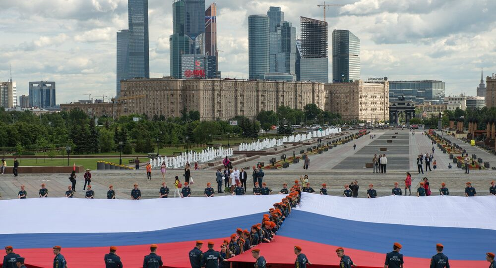 Russia's largest flag unfolding ceremony