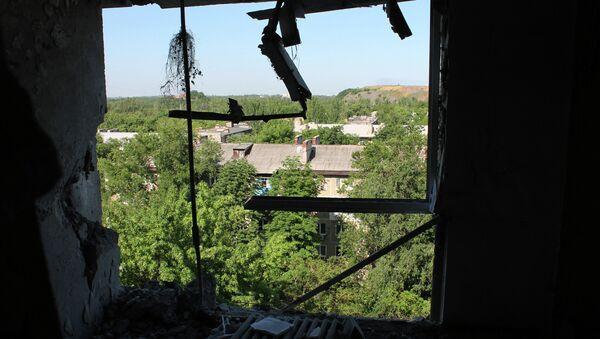 Donetsk, appartamento danneggiato da bombardamenti ucraini - Sputnik Italia