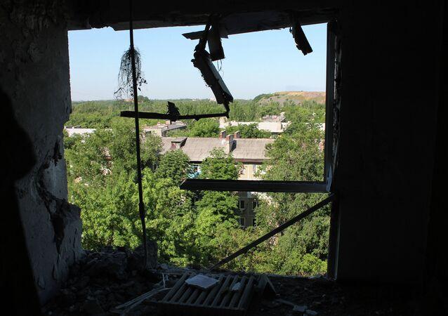 Donetsk, appartamento danneggiato da bombardamenti ucraini