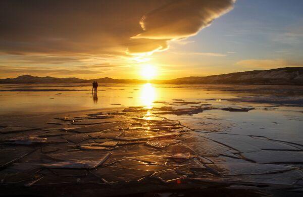 Il lago Bajkal d'inverno - Sputnik Italia