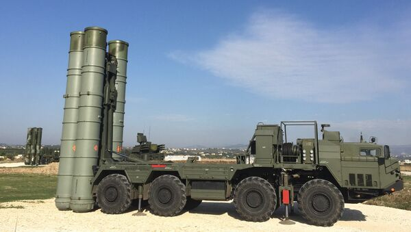 An S-400 air defence missile system at the Hmeymim airbase - Sputnik Italia