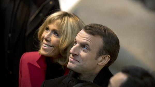 Emmanuel Macron et Brigitte Macron - Sputnik Italia
