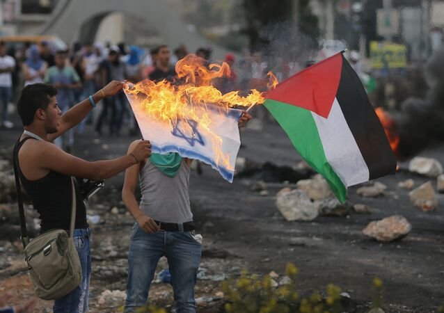 Dimostranti palestinesi