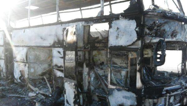 Autobus distrutto dalle fiamme in Kazakistan - Sputnik Italia