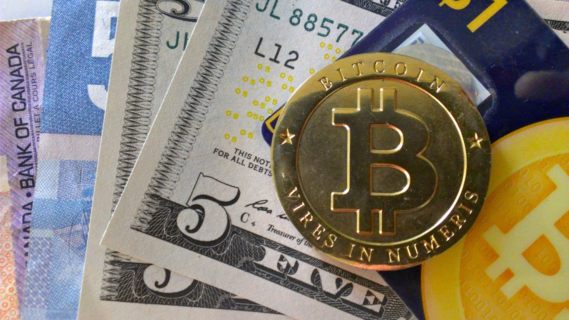 Bitcoin e altri soldi - Sputnik Italia, 1920, 04.08.2021