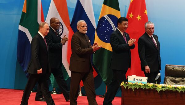 From left: Russian President Vladimir Putin, South African republic President jacob Zuma, Indian Prime Minister Narendra Modi, Chinese President Xi Jinping and Brazilian President Michel Temer seen at the BRICS leaders' meeting with BRICS Business Council members, September 4, 2017 - Sputnik Italia