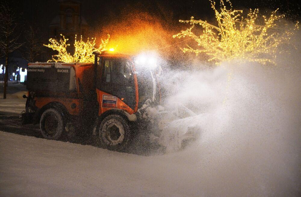 Nevicata da record a Mosca