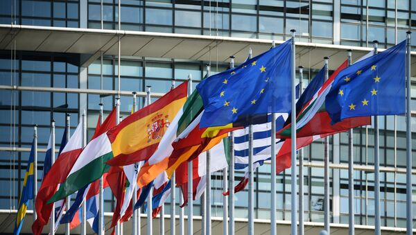 Flags outside the building of the European Parliament in Strasbourg - Sputnik Italia