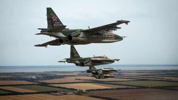 Flight training of Sukhoi SU-25 crews in Primorsko-Akhtarsk - Sputnik Italia