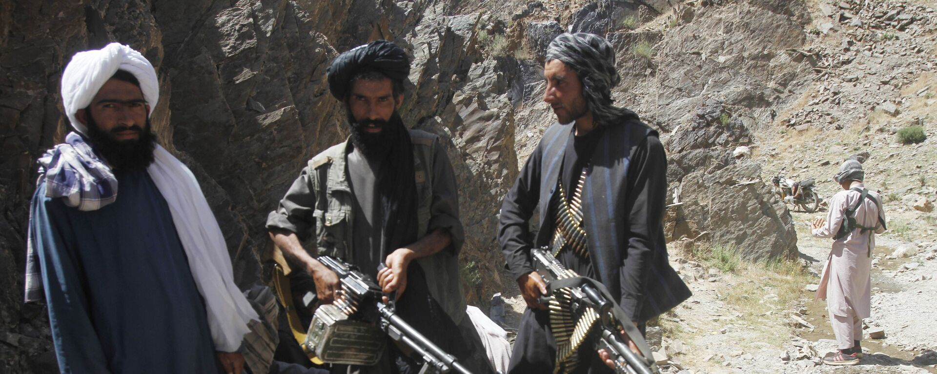 Members of a breakaway faction of the Taliban fighters guard during a patrol in Shindand district of Herat province, Afghanistan (File) - Sputnik Italia, 1920, 13.08.2021