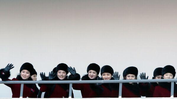 Le cheerleader nordcoreane arrivano alle Olimpiadi invernali 2018. - Sputnik Italia