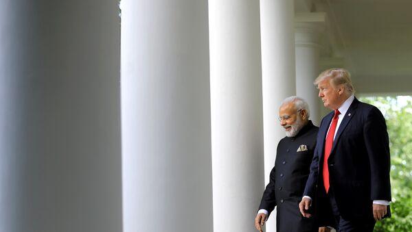 Il presidente USA Donald Trump arriva per la conferenza stampa congiunta con il premier indiano Narendra Modi, Casa Bianca, Washington - Sputnik Italia