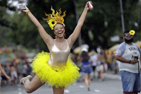Una partecipante al carnevale a San Paolo in Brasile. - Sputnik Italia