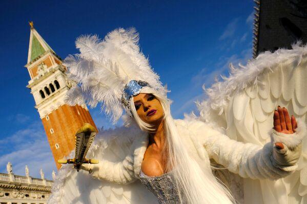 Una ragazza in maschera al Carnevale di Venezia. - Sputnik Italia