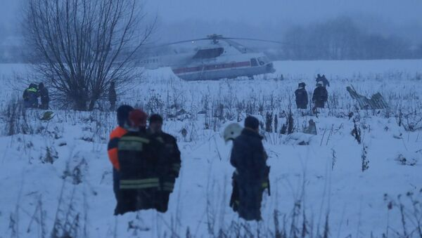 I soccoritori al luogo dello schianto dell'aereo An-148, precipitato nella periferia di Mosca - Sputnik Italia