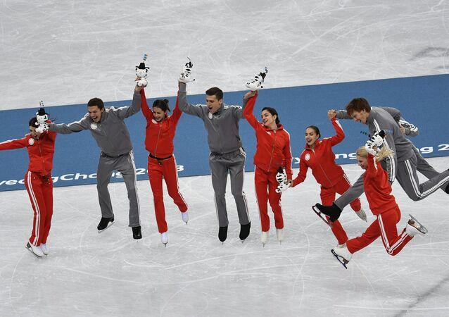 I pattinatori russi hanno vinto l'argento di squadra alle Olimpiadi invernali